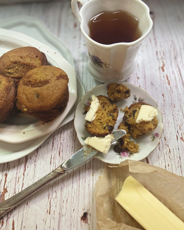 Easy Sourdough Pumpkin Chocolate Chip Muffins