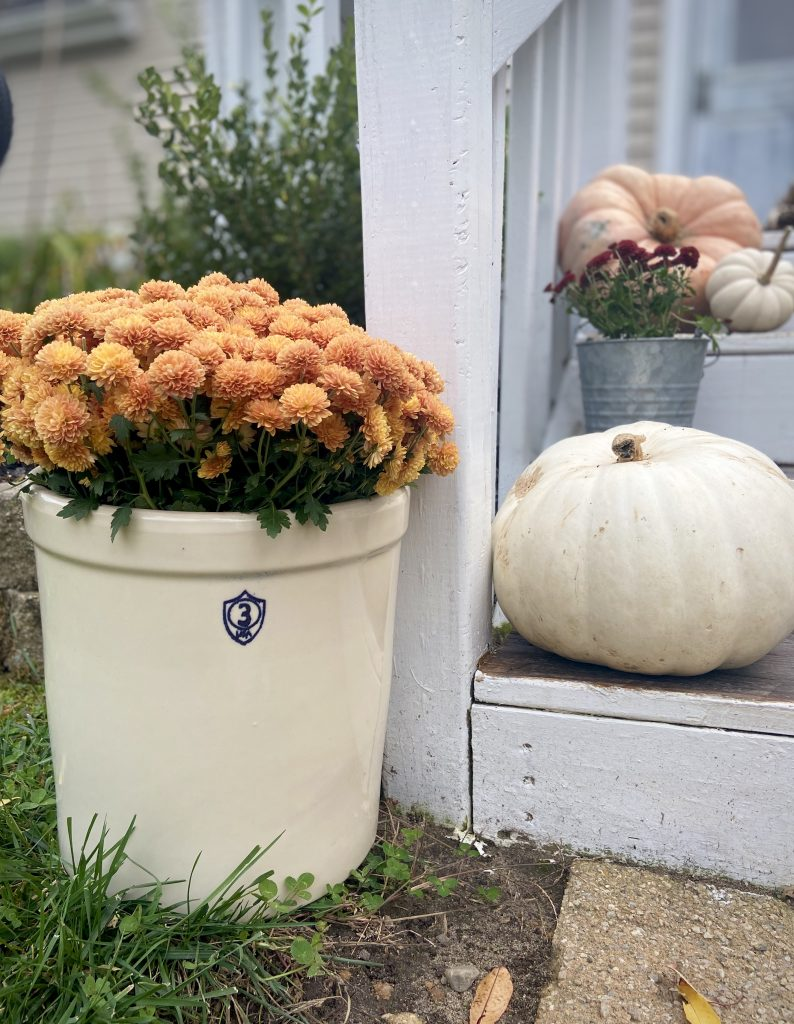 Decorate a Small Front Porch This Fall with mums